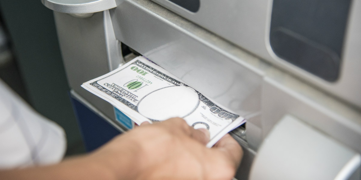 ikke ta ut penger på flyplassen